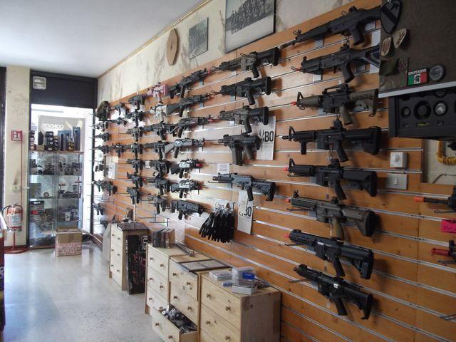 negozio di forniture militari
