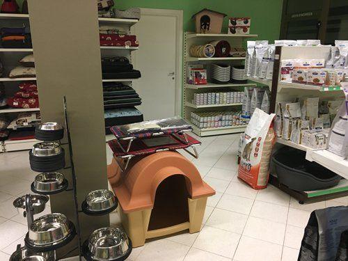Accessori per cane e gatto al negozio Petshop La Cuccia ad Asola