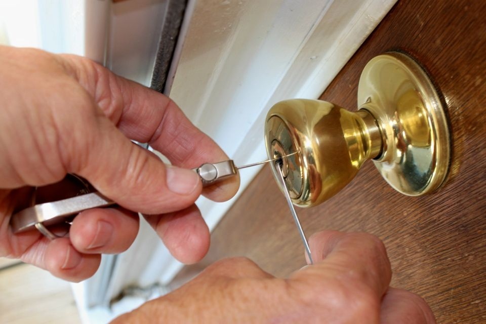 24 Hour Emergency Locksmith Inc for Car Key Programming in Miami, FL