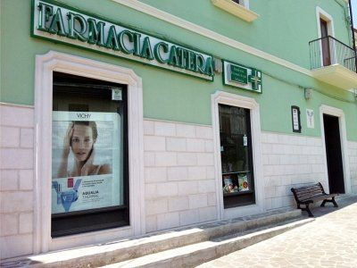 vetrine farmacia catera