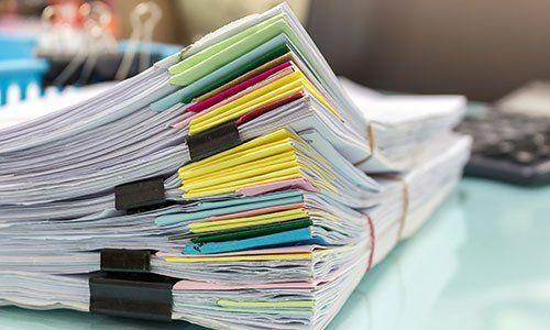 Pile di documenti amministrativi
