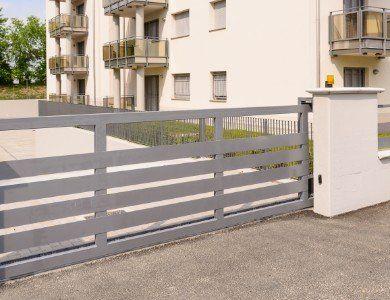 cancello esterno di un'abitazione