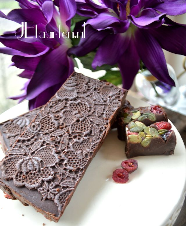 gevulde chocolade met kant handgemaakt JEtaarten Purmerend