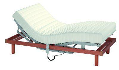 Un letto singolo con doghe rialzabili
