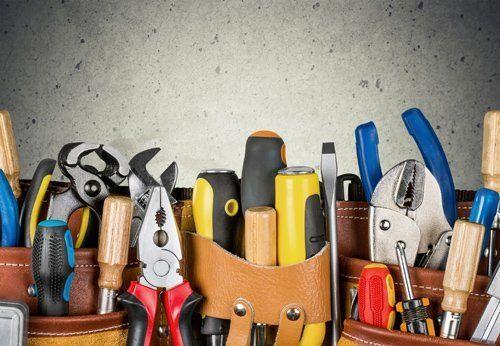 utensili e strumenti per i meccanici