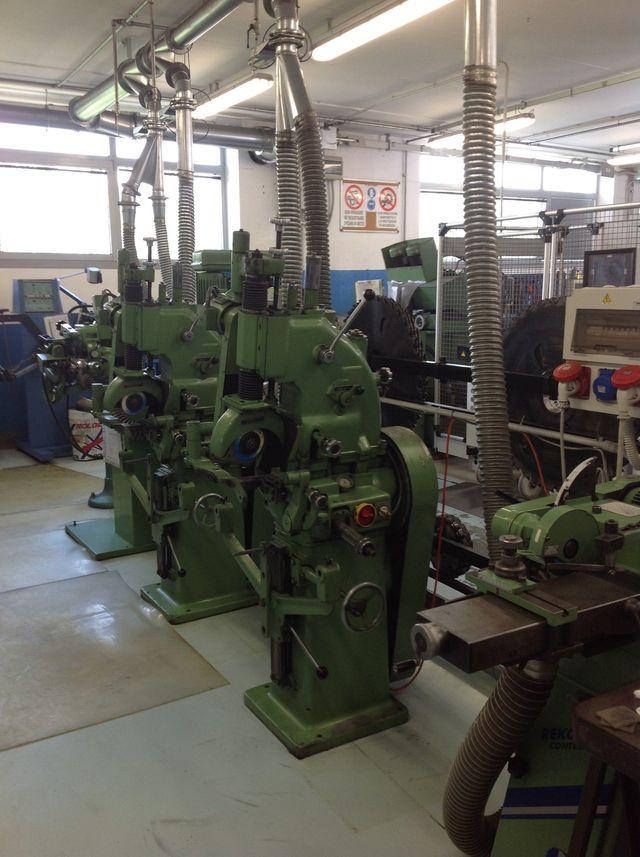 macchinari per affilatura e banchi di lavoro