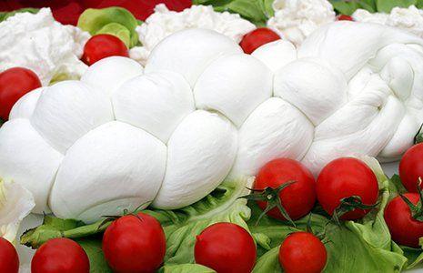 Treccia di bufala con insalata e pomodorini White Stone Marzano Appio