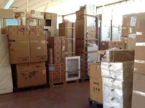 Il magazzino per deposito merci di Open Service a Cagliari