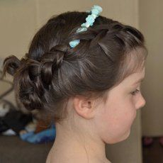 Kids' hairstyling