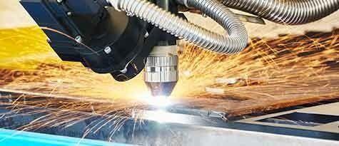 taglio laser della lamiera con scintille