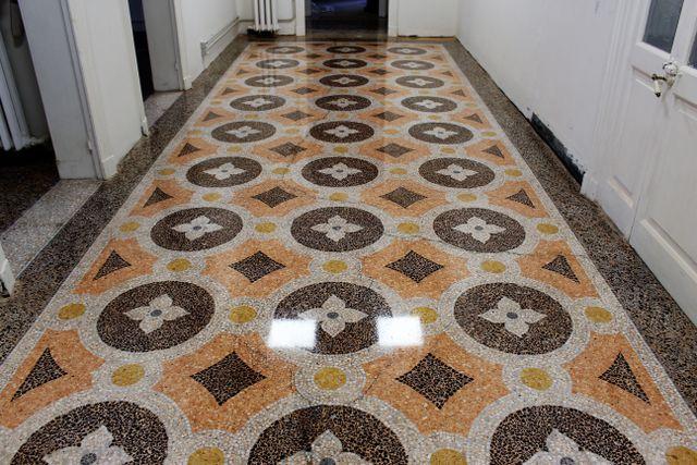 Pavimentazioni albissola marina sv pavimenti lorenzetti for Piastrelle bianche lucide pavimento