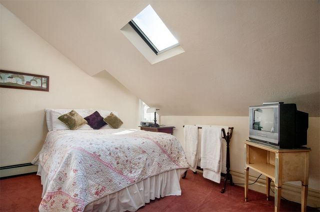 Hinds House room 11