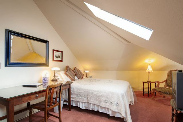 Santa Cruz CA extended stay room 8