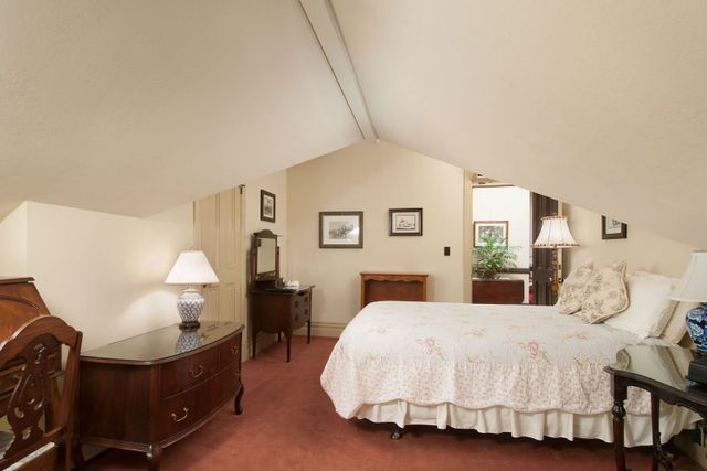 Hinds House room 9