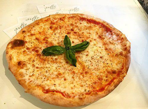 Pizza margherita al Ristorante Pizzeria Quattro a Pavia