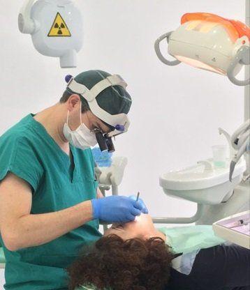 Il dentista usa la tecnologia più avanzata