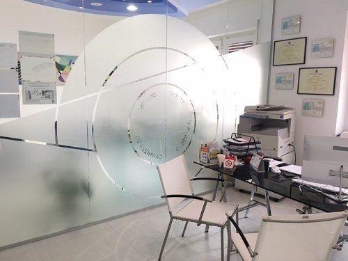 Sala di consultazione, pareti di vetro