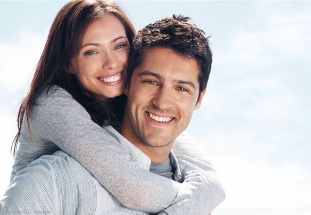 Schöne Zähne mit Bleaching (Zahnaufhellung), Veneers (Verblendschalen), weißen Zahnfüllungen und mehr