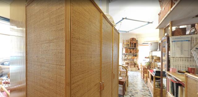 interno di un negozio, armadio
