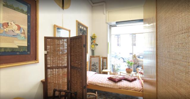 interno negozio, letto, armadi
