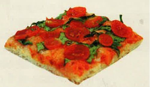 trancio di pizza quadrato al pomodoro