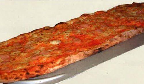 pizza al metro con wurstel