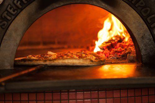 Pizzeria d'asporto da Paolo - Pizza cotta nel forno a legna a Vicenza