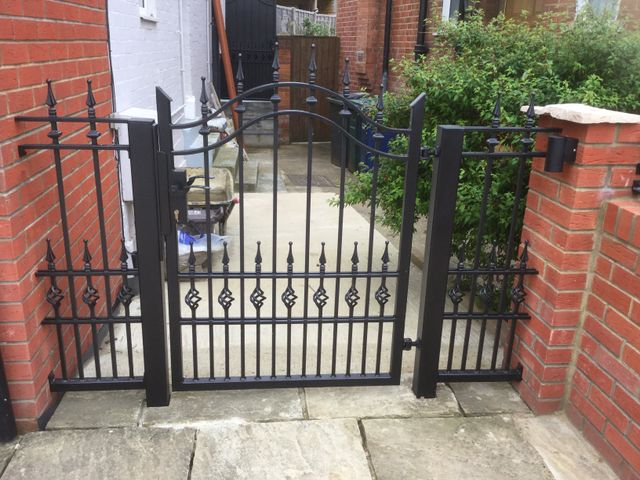 Bespoke side gates