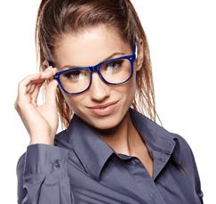 donna con occhiali da vista