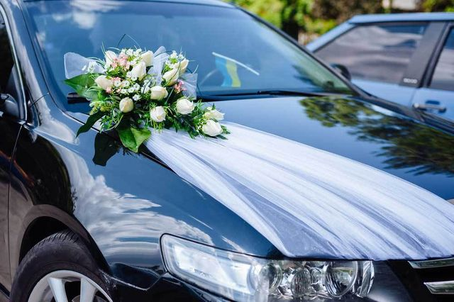 Luxurious car decorated for a wedding