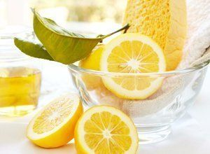 Halved lemons in a bowl used for enema therapy by Hertfordshire Colonics
