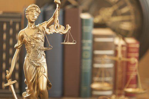 icona donna bendata della giustizia
