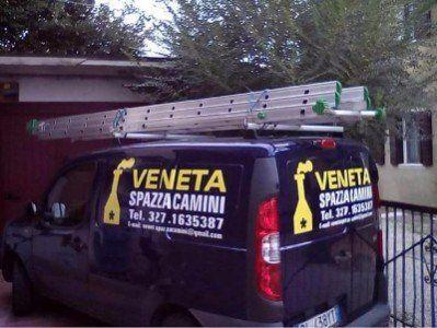 il furgone della compagnia Veneta Spazzacamini