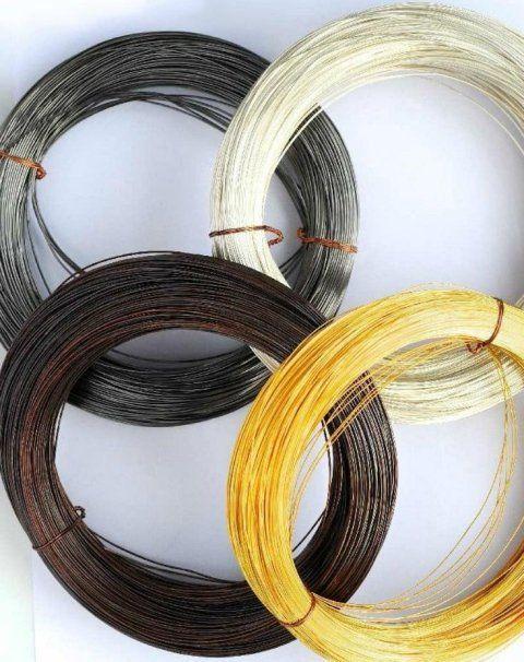 fili trafilati bianchi, marroni, neri e dorati