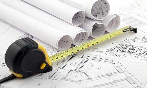 un metro e dei disegni di un progetto