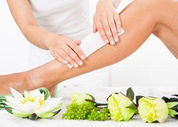 depilazione di gamba con ceretta