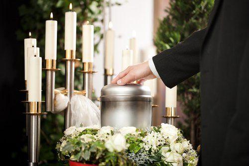 candele in un funerale