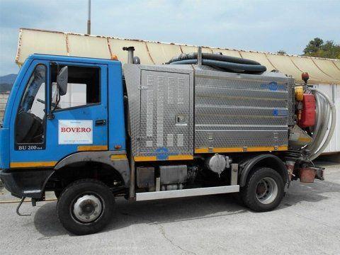 camioncino per svuotamento pozzi neri