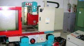 tornio meccanico, strumentazione meccanica di precisione, attrezzature per tornitura metalli