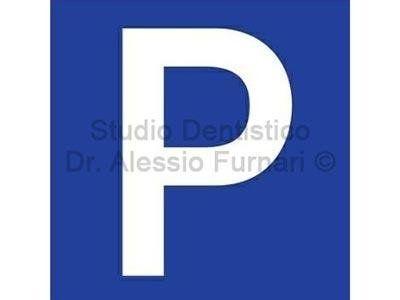 studio dentistico con parcheggio