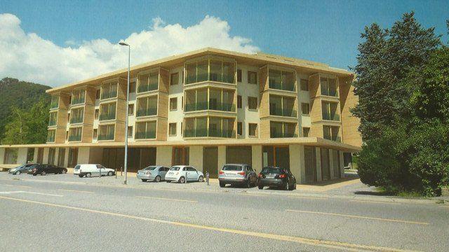 Edificio con ampio parcheggio sottostante