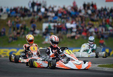Corsa di go kart in un kartodromo a Riccione