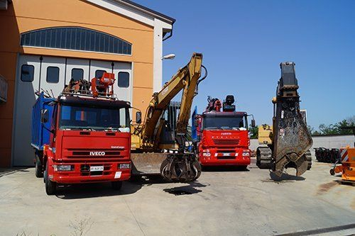 Autocarri rossi Iveco
