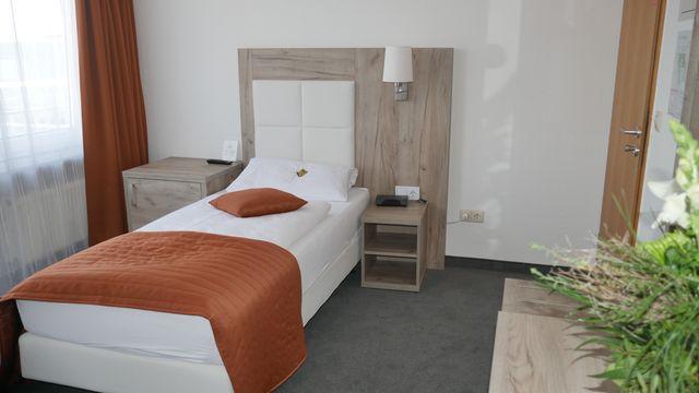 sucht single ihn sie bar münchen local24.de ludwigsburg  English en - Komfort Hotel.