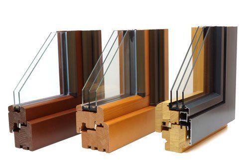 Tre guide per delle finestre di legno