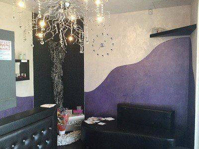 Ricezione del business, pareti vaniglia e violetto, originale lampadina di vetro , orologio creato per la parete