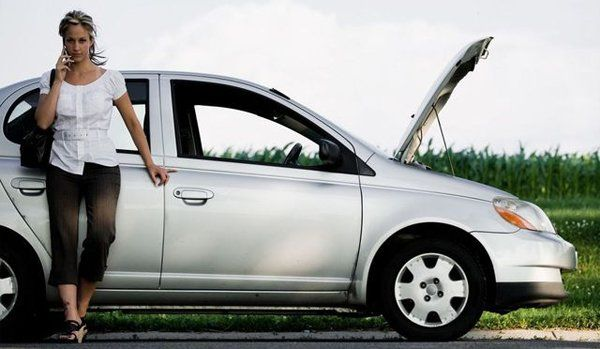 Woman calling for auto towing in Dalton, GA