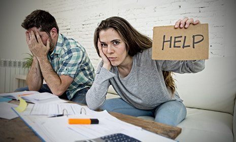 due ragazzi chiedono aiuto