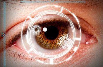Un occhio dall'iride marrone