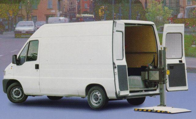 camioncino  con sponda idraulica
